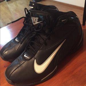 Nike mens black/white basketball shoes sz 12 GUC!